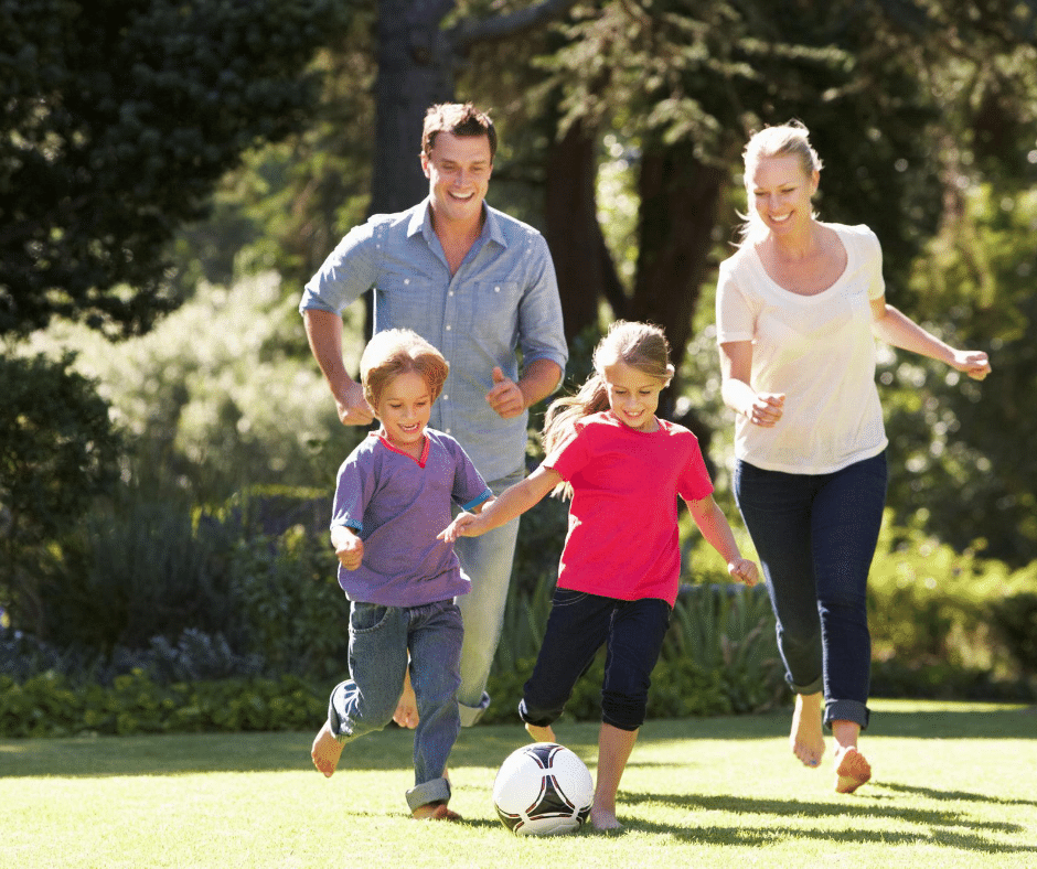 Jouer au foot en famille